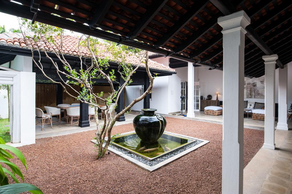 Thalawathgoda house - private internal courtyard