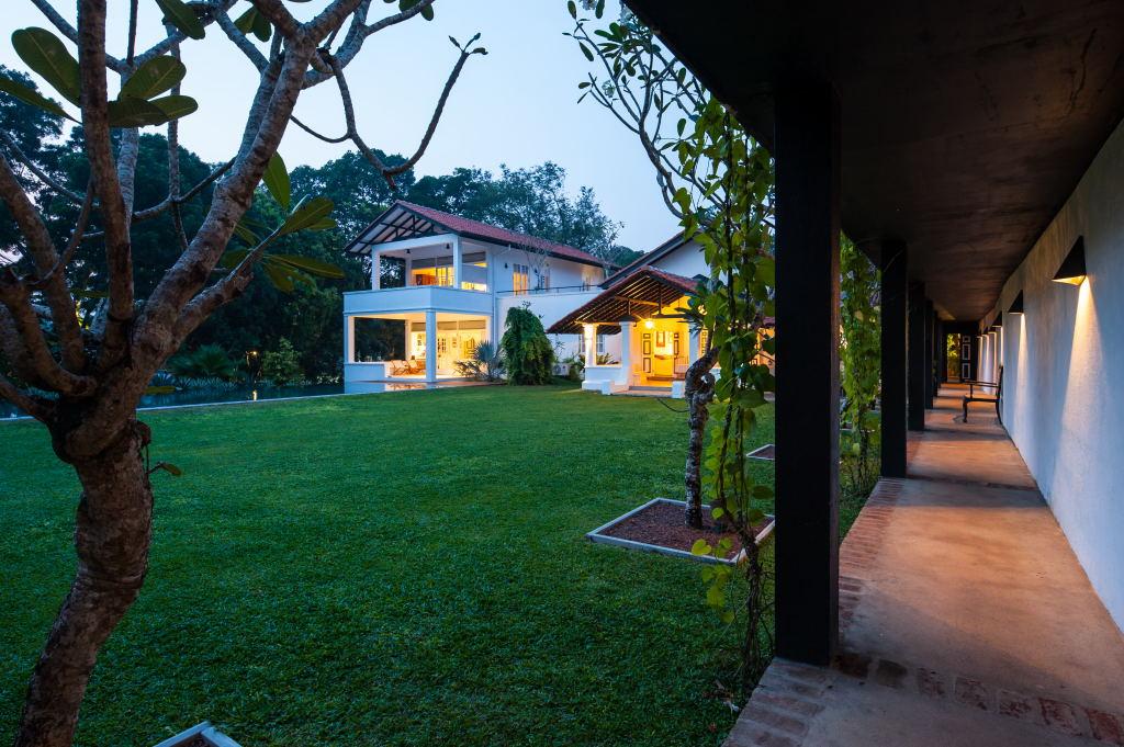 Thalawathgoda house - large garden for entertainment