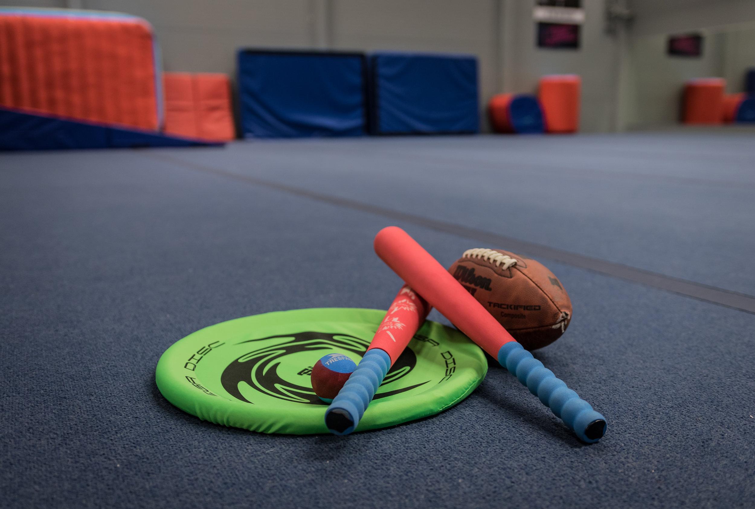 Sisäpesis ja -frisbee 1