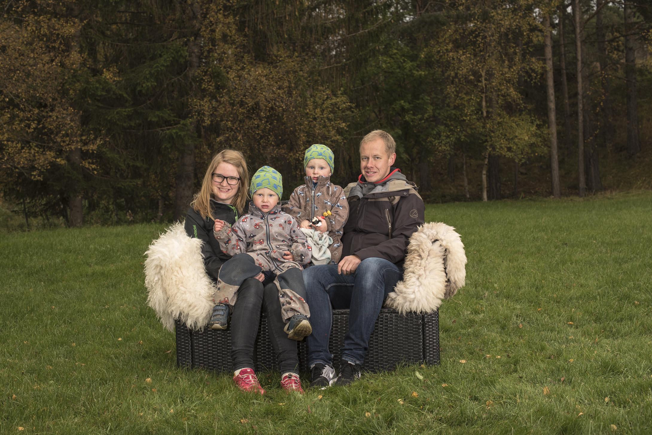 Familien på Svanborg gård, Marit, John, Kristian og Vidar.