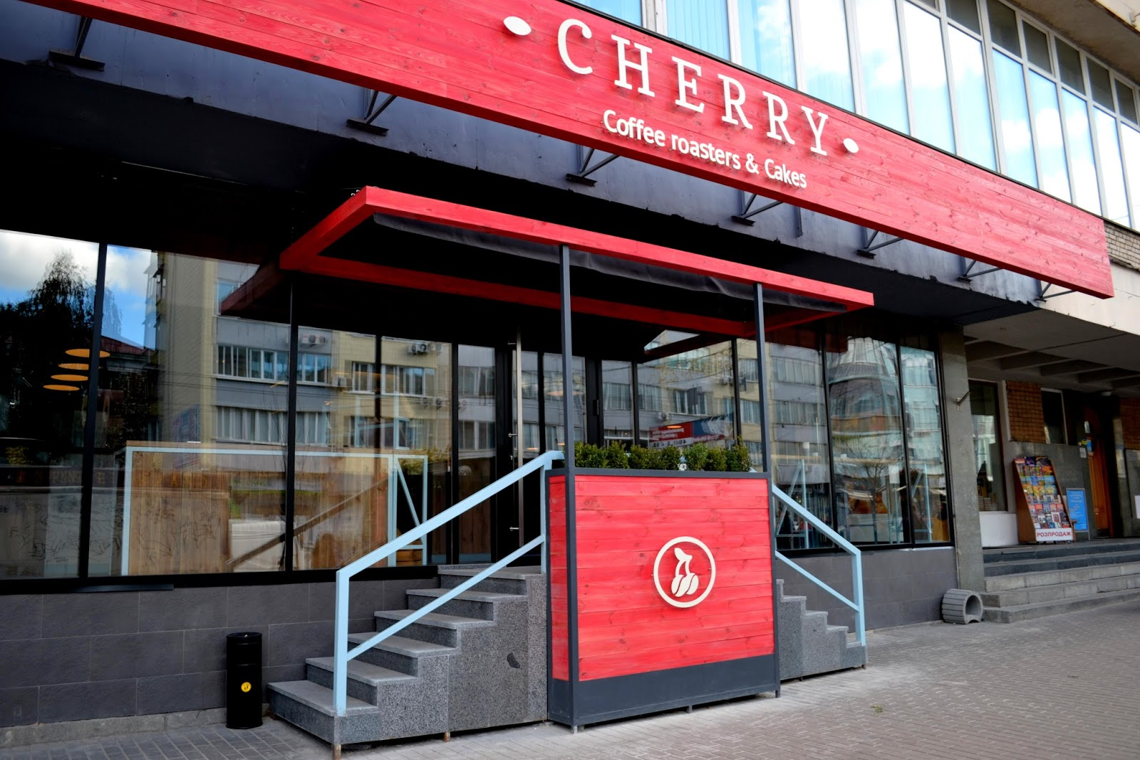 Cherry Cafe - Production and installation of the entry group