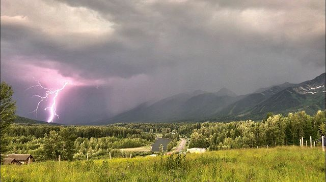 Last nights storm over the Lizard Range ⚡️⚡️⚡️⚡️ . #ferniestoke #kootenays #kootenaylife #lightning #storm #thunderstorm #britishcolumbia