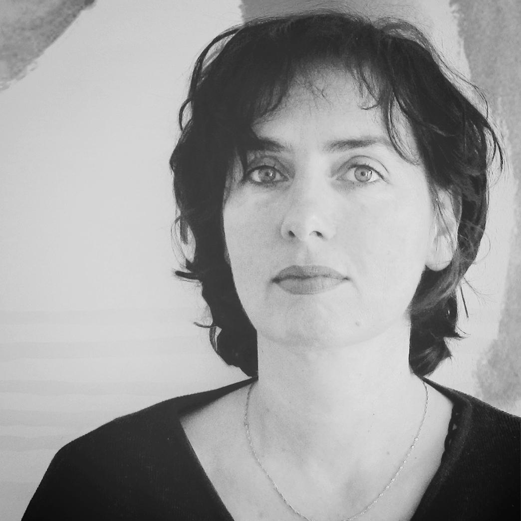 Alissa Walser - ist Schriftstellerin, Malerin und Übersetzerin. Für ihr literarisches Werk wurde sie mit zahlreichen Preisen ausgezeichnet.