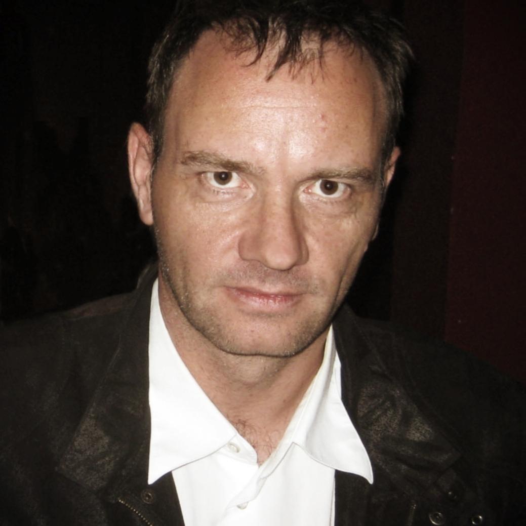 Helmut Krausser - ist Schriftsteller und Komponist. Er gehört seit Jahrzehnten zu den produktivsten deutschen Autoren. Drei seiner Romane wurden verfilmt.