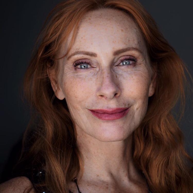 Andrea Sawatzki - wurde bekannt als Film- und Fernsehschauspielerin. Ihre Romane waren alle Bestseller, drei von ihnen sind inzwischen verfilmt.