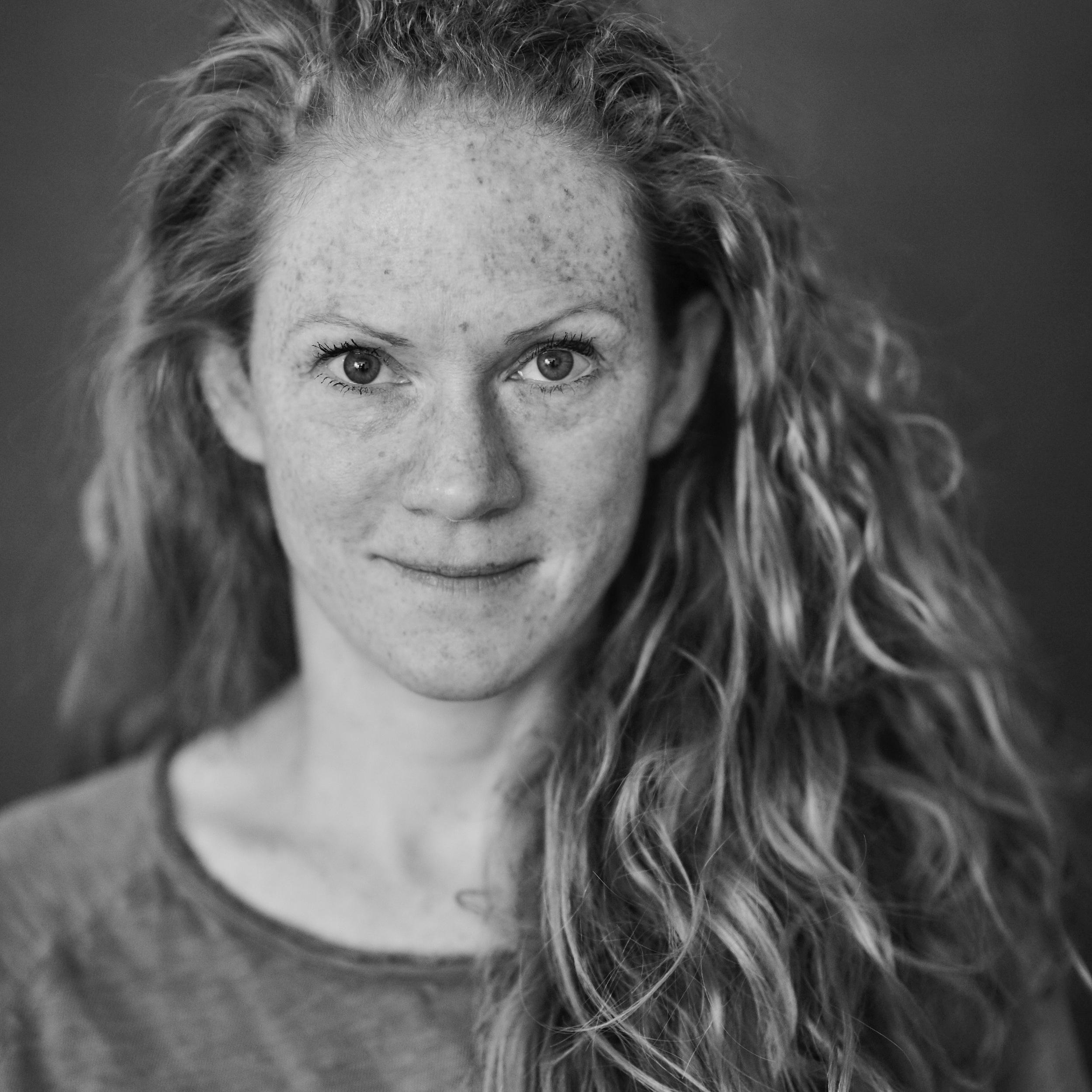 Alexa Hennig von Lange - ist eine vielfach preisgekrönte Schriftstellerin von Romanen sowie von Kinder- und Jugendbüchern.
