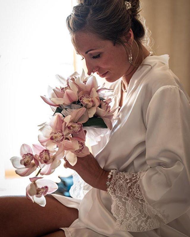 #wedding #weddinghair #weddingphotography #flowers #leica #leicasl #naturallightphotography #naturallightportrait