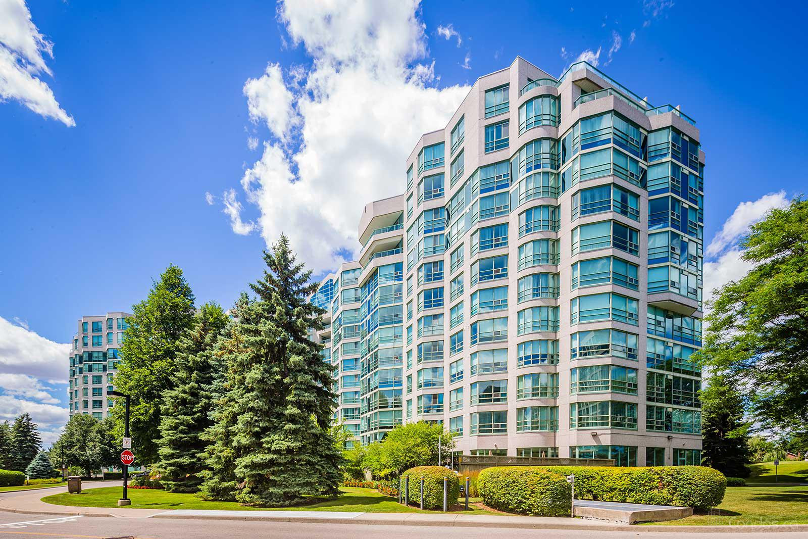 landmark-condos-7905-bayview-ave-original-3.jpg