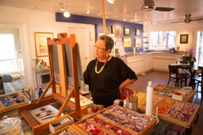 - Sierra Art Trails gives art enthusiasts the chance to see fine art and fine crafts in the making, and to purchase works directly from the people who create them. The show takes place in homes, studios, galleries, and businesses in more than a dozen communities in Eastern Madera and Mariposa Counties.  The show features artists and artisans working in a wide range of media including painting, photography, jewelry, sculpture, fiber arts, woodcarving, ceramics, glass, and more!  LEARN MORE