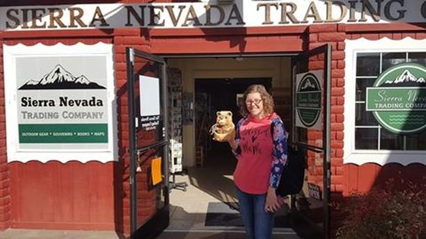 Yeah!  Yesterday's ART the Bear was found hiding up at Sierra Nevada Trading Company. Congratulations Megan!  Still a few bears to go! ⠀ .⠀ .⠀ .⠀ #ARToberOakhurst #ARTtheBear #BearFinder #CarvedBear #OakhurstCA