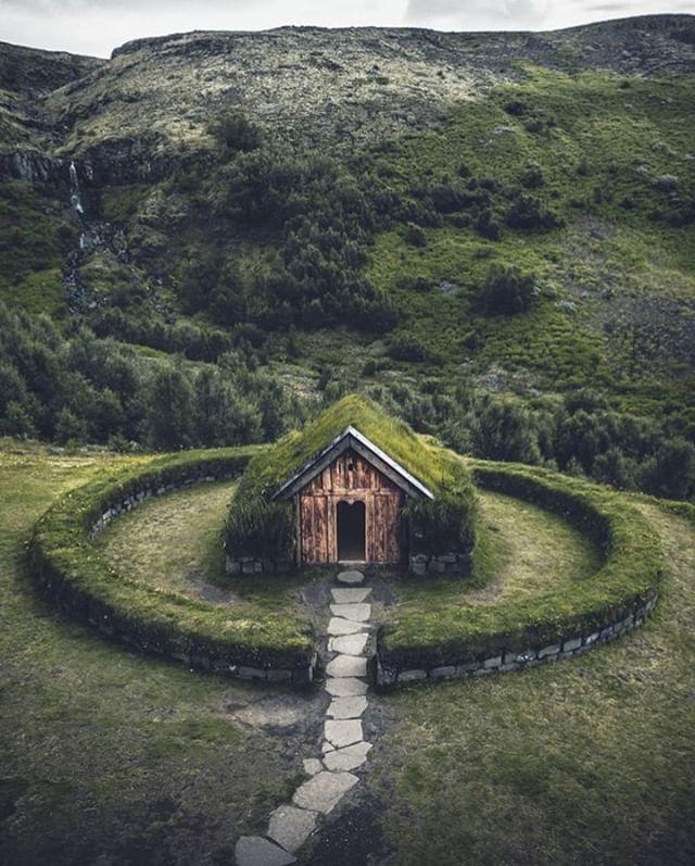 The #Icelandic hideaway of our dreams🌲🏡🌲 . . German #photographer @_marcelsiebert had the pleasure of shooting this #beautiful #countryside #cabin. . . #iceland #icelandair #mystopover #wheniniceland #moodygrams #folkgreen #travelwithfashion #mthrworld #mountainstones #earthescope #stayandwander #wondermore #shotzdelight #roamtheplanet #milliondollarvisuals #earth_shotz #exploretocreate #artofvisuals #visualambassadors #eclectic_shotz #the_folknature #reflectiongram #kodakit #snapitkodakit #shootsmadesimple