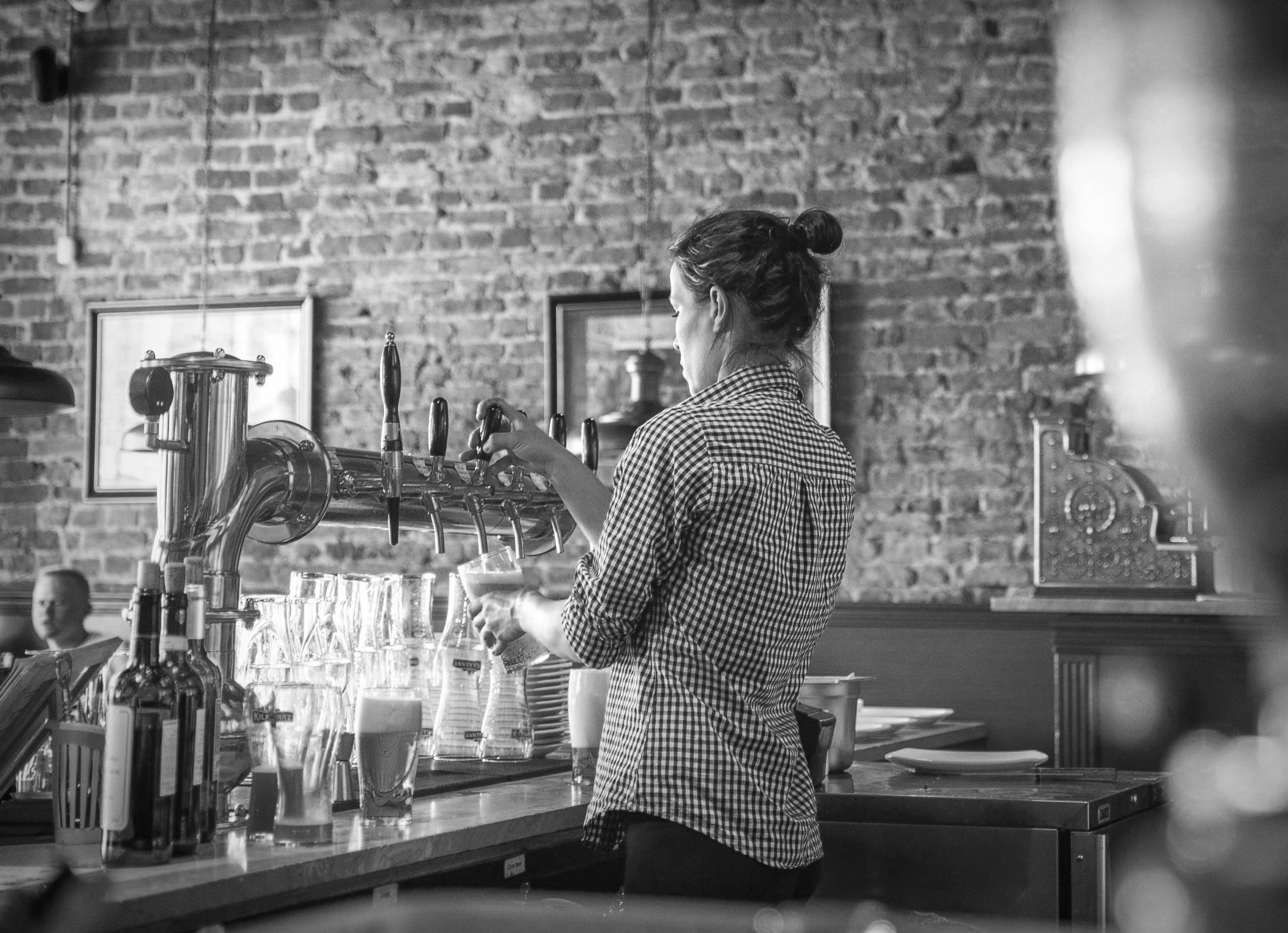 Alcohol+Bar+Bartender.jpg