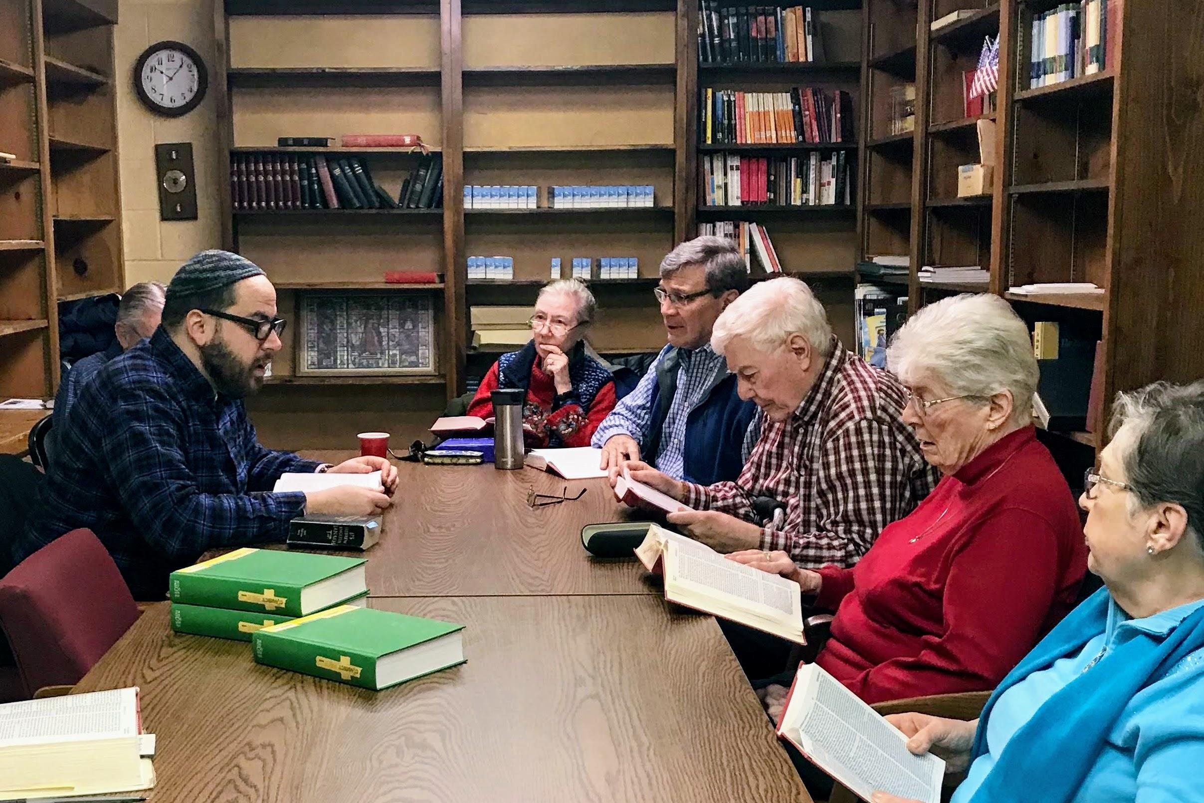 Bible study with Rabbi Wajnberg of Temple Beth Rishon