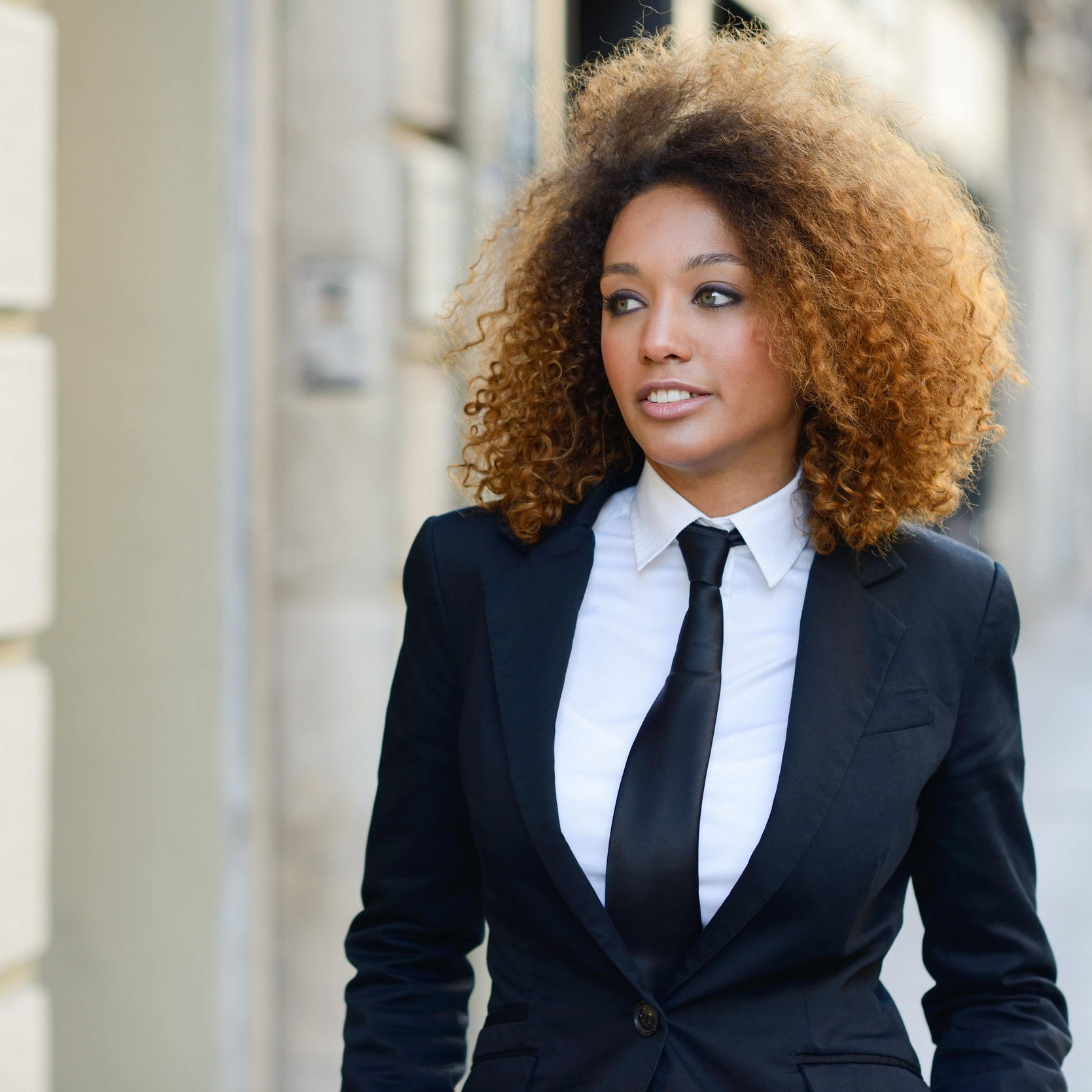 Businesswoman-wearing-suit.jpg