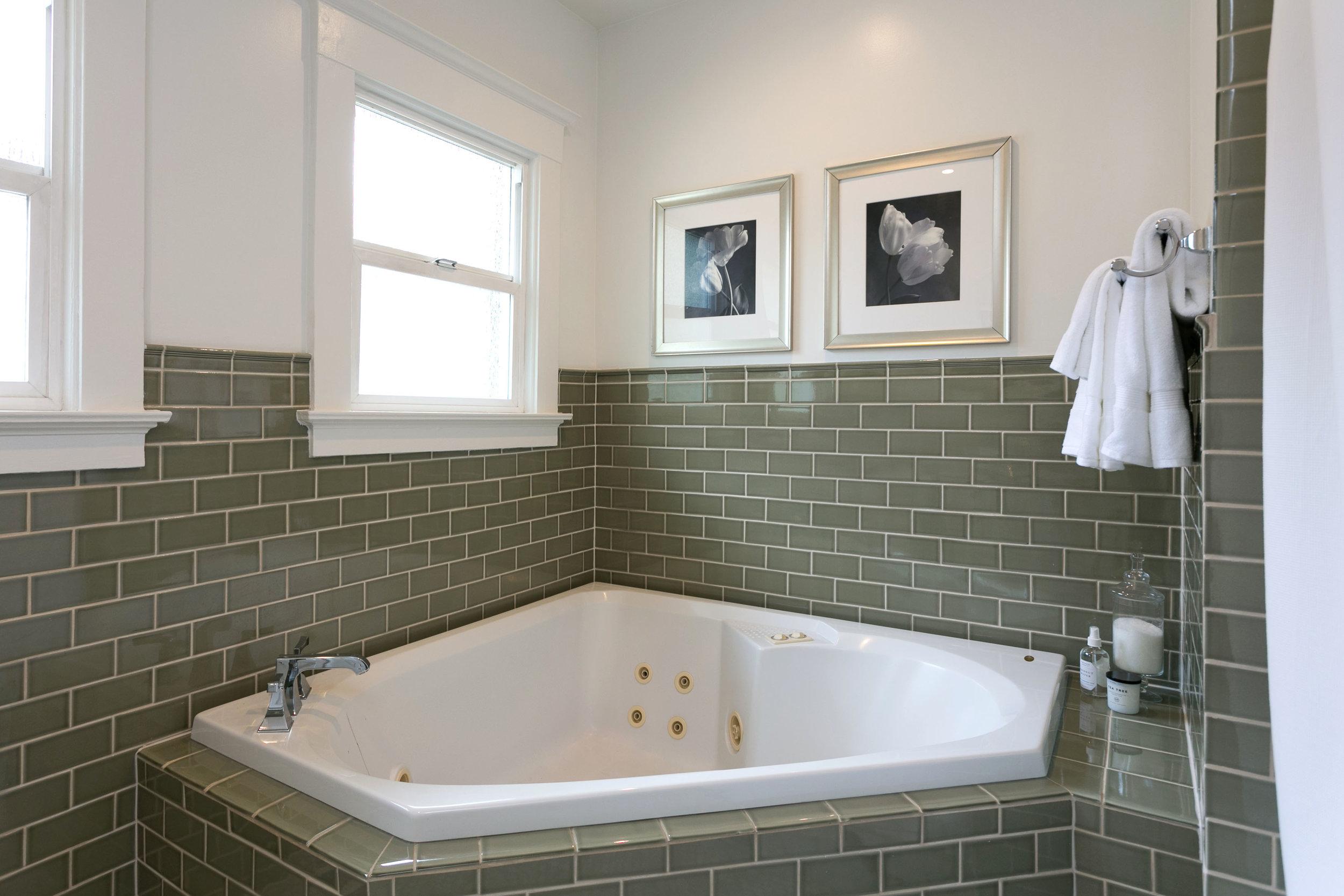 23 bath tub.jpg