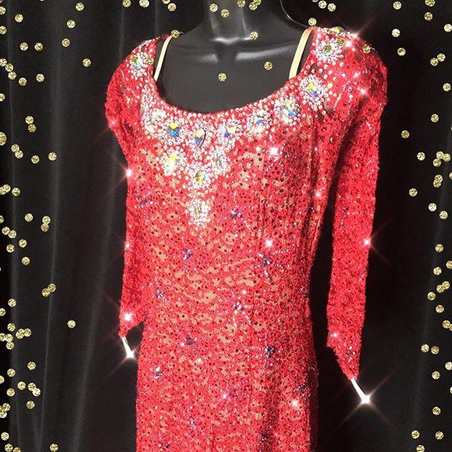To purchase, click link in bio. #sparkle #smoothdress #ballroomdressforsale #americansmooth #ballroom #dance #atlanta #vinings #eastcobb