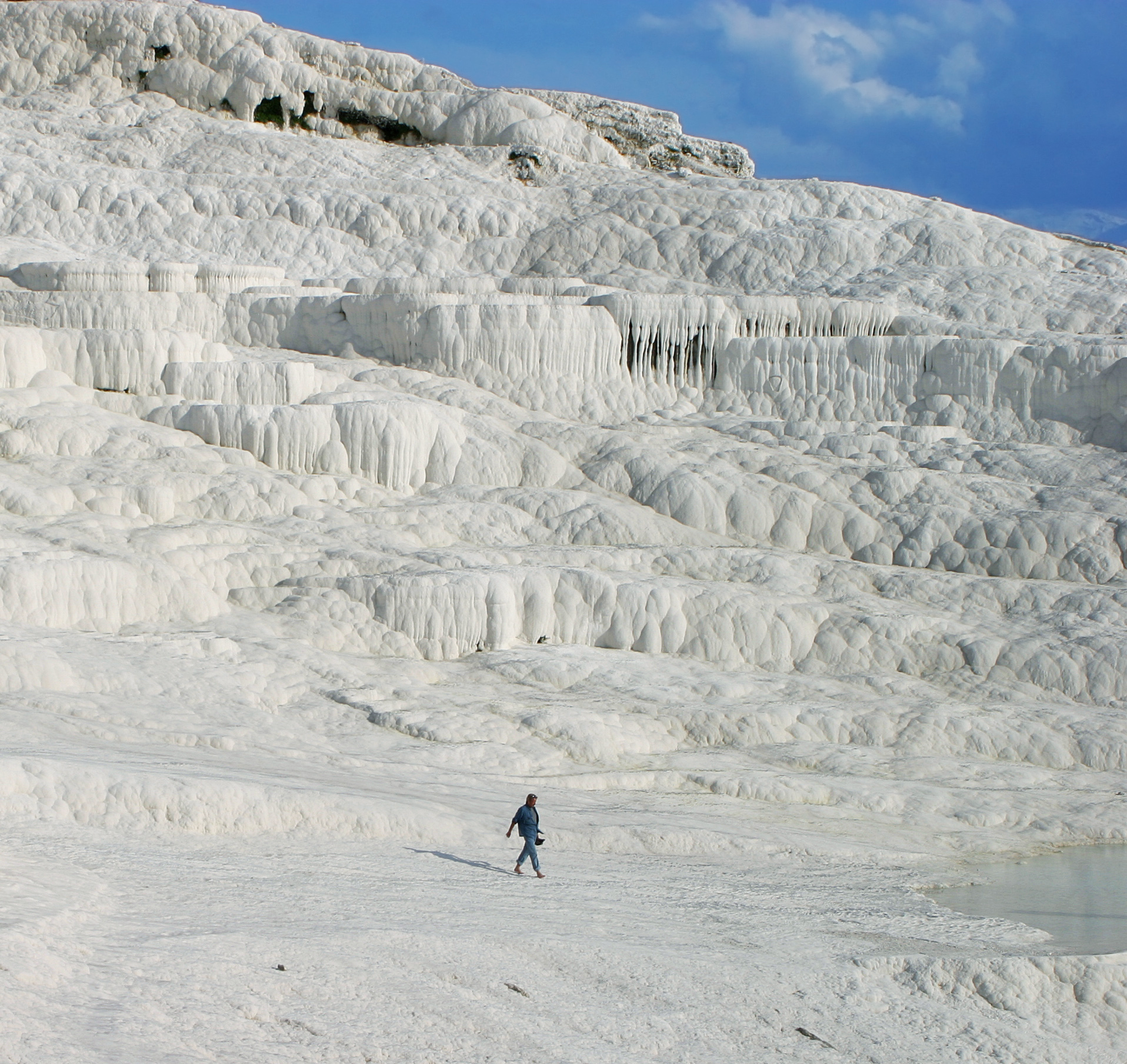 Hot_springs_of_Pamukkale_edit_cropped.JPG