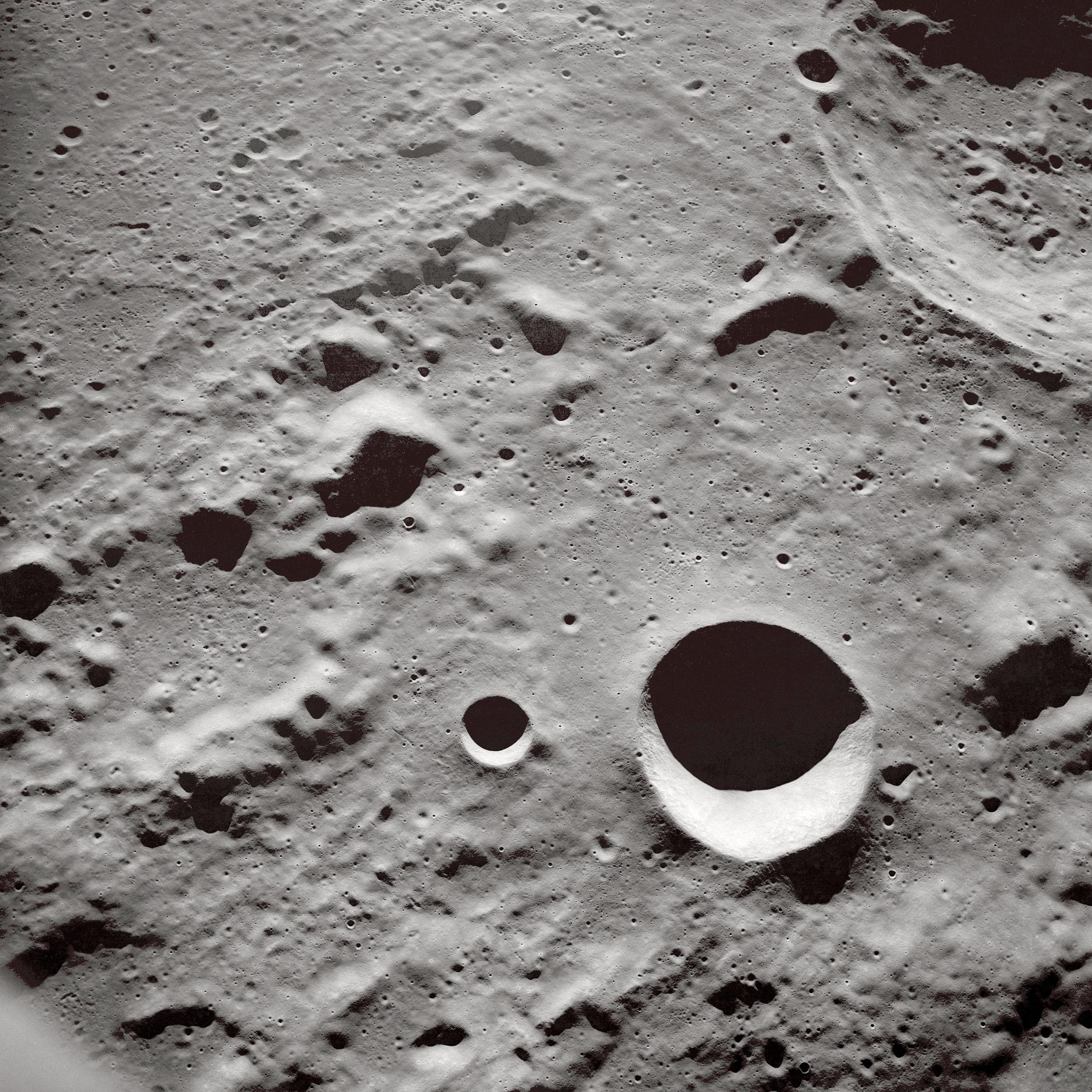 Long_Shadows_on_the_Lunar_Surface_-_GPN-2000-001485.jpg