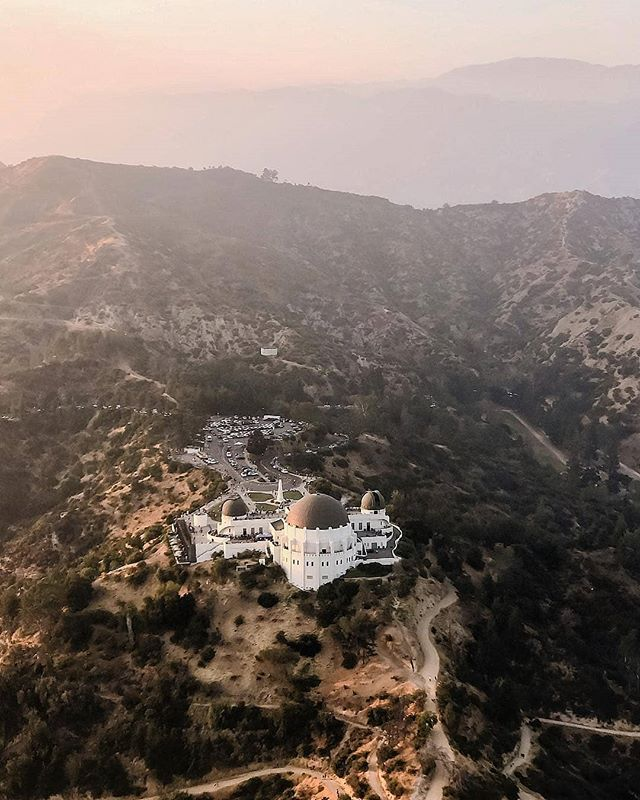 Happy Wednesday Everyone! We're half way through the week, almost there! Give us a call to book your weekend plans! (562) 290-0046 or email us at www.air360helicopters.com #flynyon #hotweek #sun #lacounty #losangeles #hollywood #thehills #helicopter #avation #photography #charters #griffithobservatory #tours #cityview #haveanexperience #havefun #abc7eyewitness