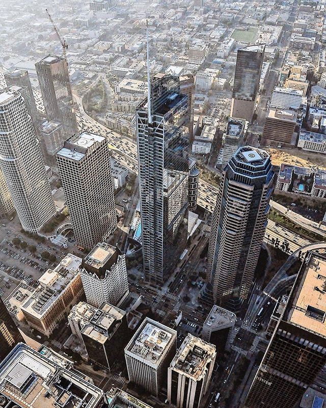 Call to book your Summer Breeze 15 min tour for this weekend! At just $125 per person with a 4 person minimum! 📞 (562) 290-0046 or email us at www.air360helicopters.com #flynyon #downtownla #losangeles #socal #photography #charters #tours #greatviews #getaway #helicopter #flyhigh #summer #thingstodo #cityview