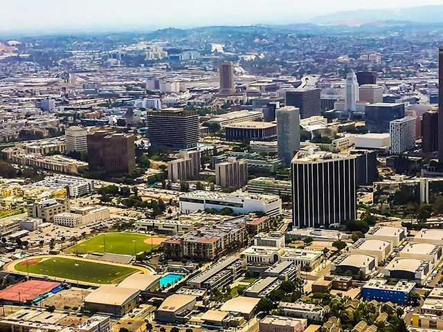 Happy Friday! Don't have plans yet? Give us a call! (562) 290-0046 or email us at www.air360helicopters.com #losangeles #park #lacounty #air360helicopters #avation #photography #helicopter #tours #summer #flynyon #weekendplans