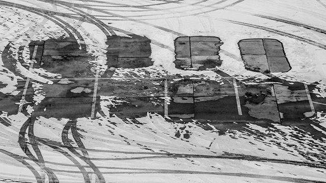 Spaces (Fujifilm X-H1) #fujifilmXH1 #fujifilmxseries #XH1 #fujifilm_xseries  #fujiXH1 @fujifilm_global #monochrome #bnw #bw_perfect #blackandwhite #bnw_magazine #monochromatic. photos @monochromatic.photos #bnw_Greatshots #snow #winter