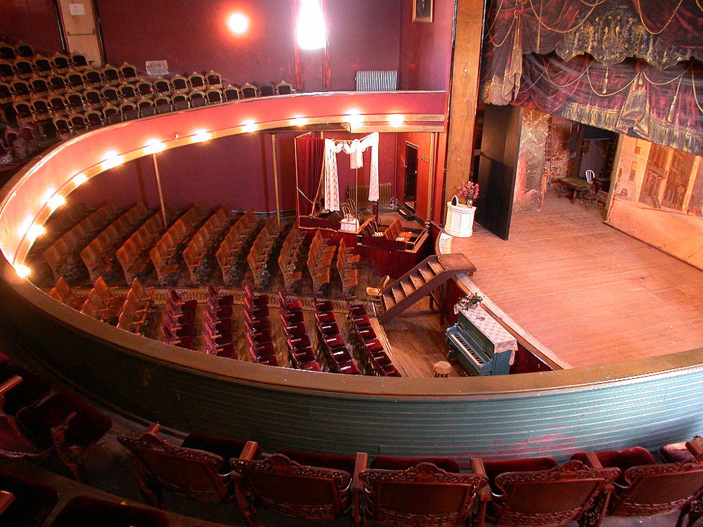 Oscar Wilde ,  Harry Houdini ,  John Philip Sousa , and  Buffalo Bill  were among the famous entertainers and speakers who performed at the Tabor Opera House.