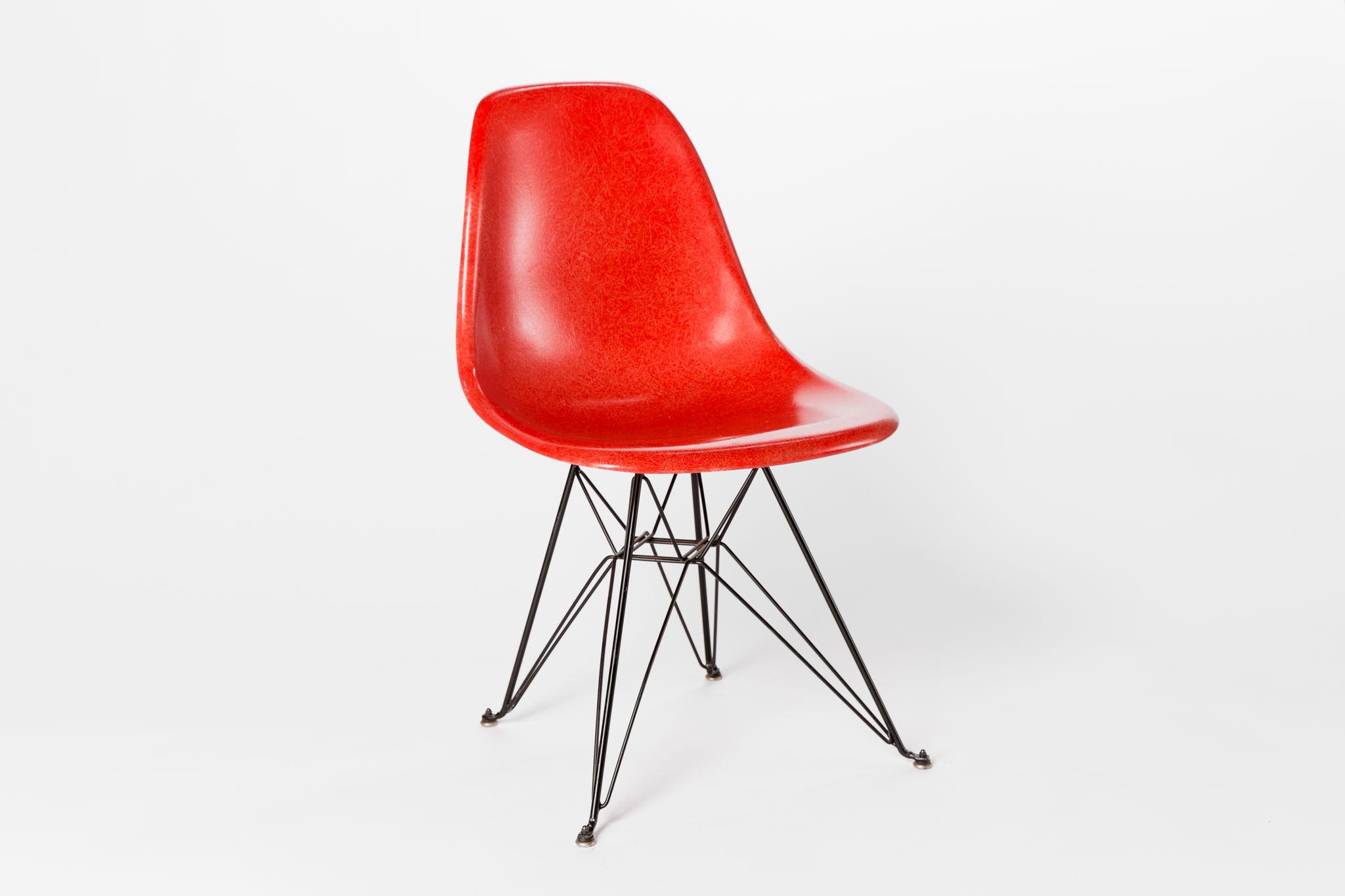 Eames Eiffel Red