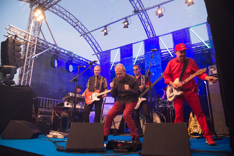 Für musikalische Unterhaltung sorgten die  Cagey Strings  mit Unterstützung von Günther und Barny der  Spyder Murphy Gang .