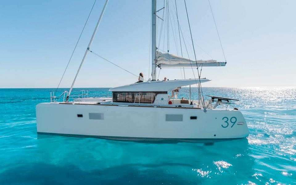 39' Lagoon - 20164 hrs $2,000 + Expenses8 hrs $4,000 + ExpensesMaximum Passengers: 12Location: Marina Del Ray