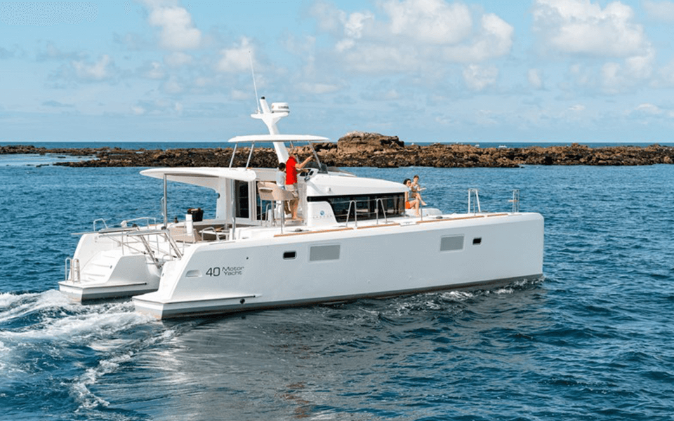 40' Lagoon Catamaran - 8 hours $4,400 + ExpensesWeek $26,400 + ExpensesMaximum Passengers: 12Location: Marina Del Ray