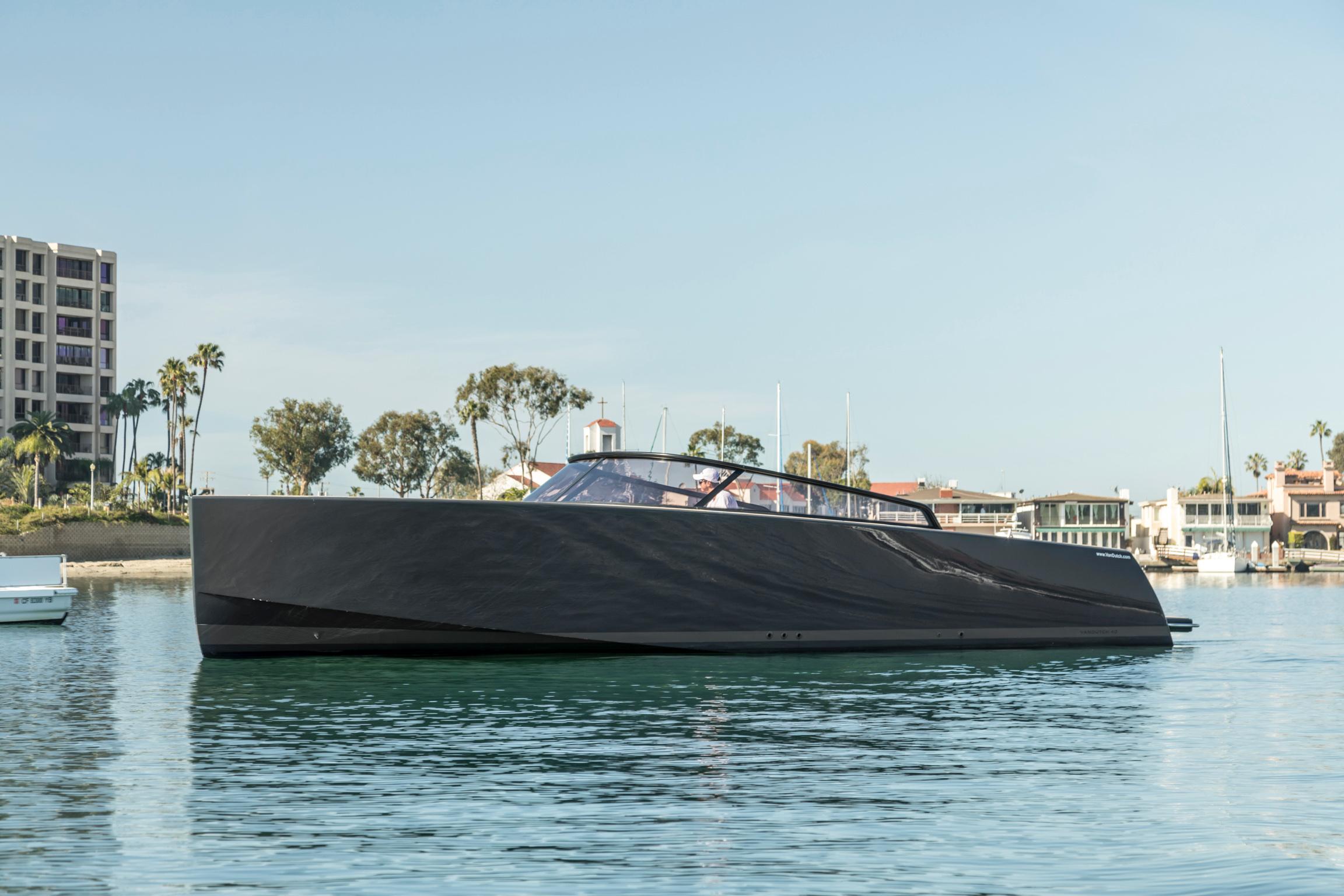 40' Van dutch - 20144 hrs $2,800 + Expenses8 hrs $5,600 + ExpensesWeek $33,600 + ExpensesMaximum Passengers: 12Location: Newport Beach