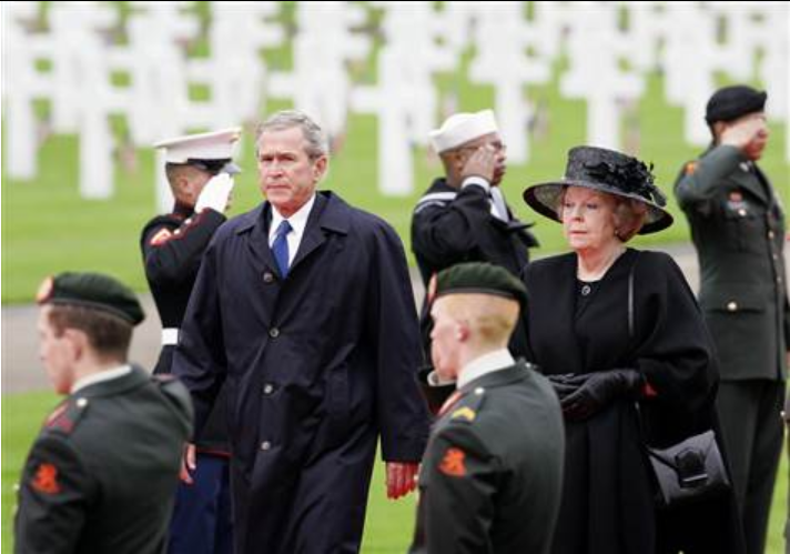 Bush+honors+WWII+dead+on+Netherlands+stop+Oct+5th+2005 (1).png