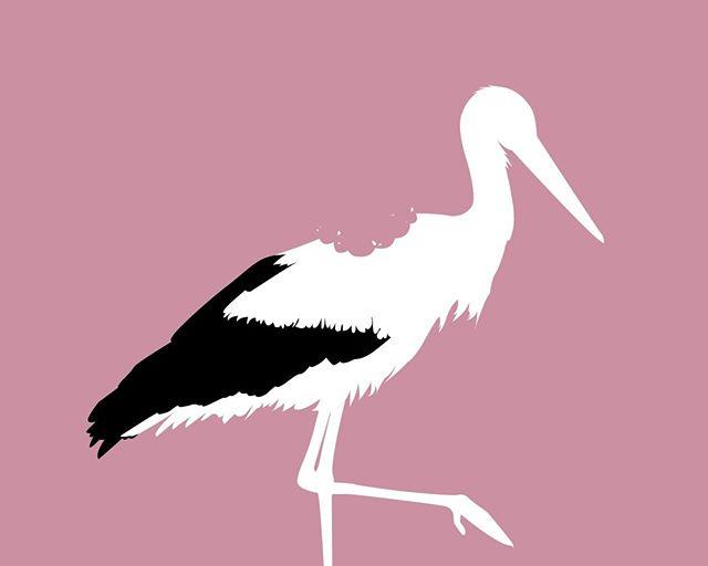 KONKURRENCE Av av av! Det kan se brutalt ud, men heldigvis er det helt ufarligt.  Gæt, hvilket ord vi tænker på her, og deltag i konkurrencen om en af vores hagesmække.  Hint! Det er ikke storken, der er taget en bid af - tværtimod har storken måske hapset lidt i baby, da den kom flyvende.  Vi trækker lod blandt de rigtige svar i uge 25.