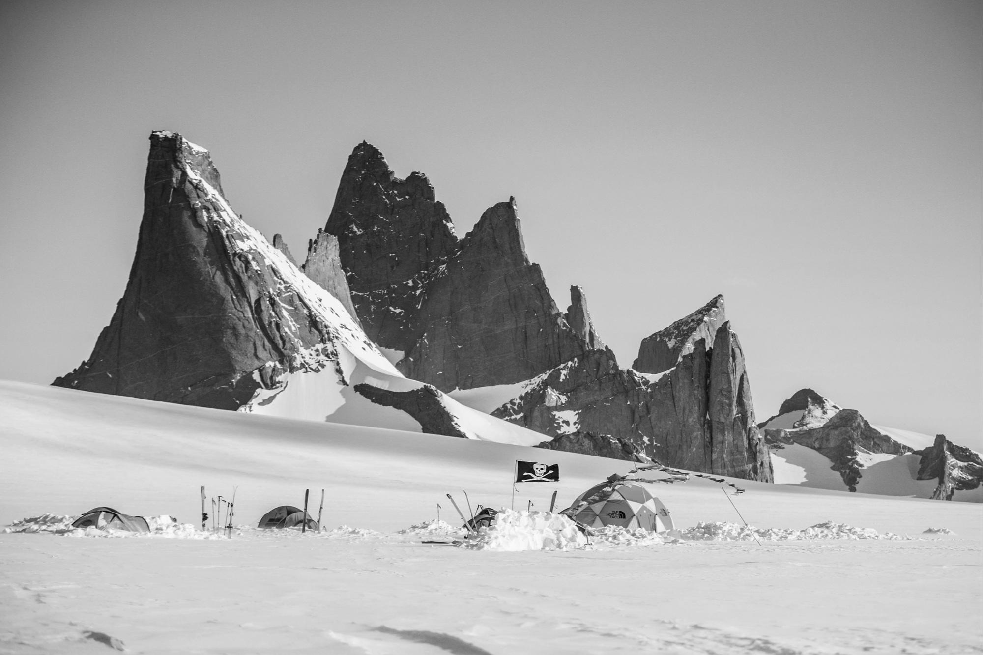the-north-face-expedition-antarctica-base-camp-durana.jpg
