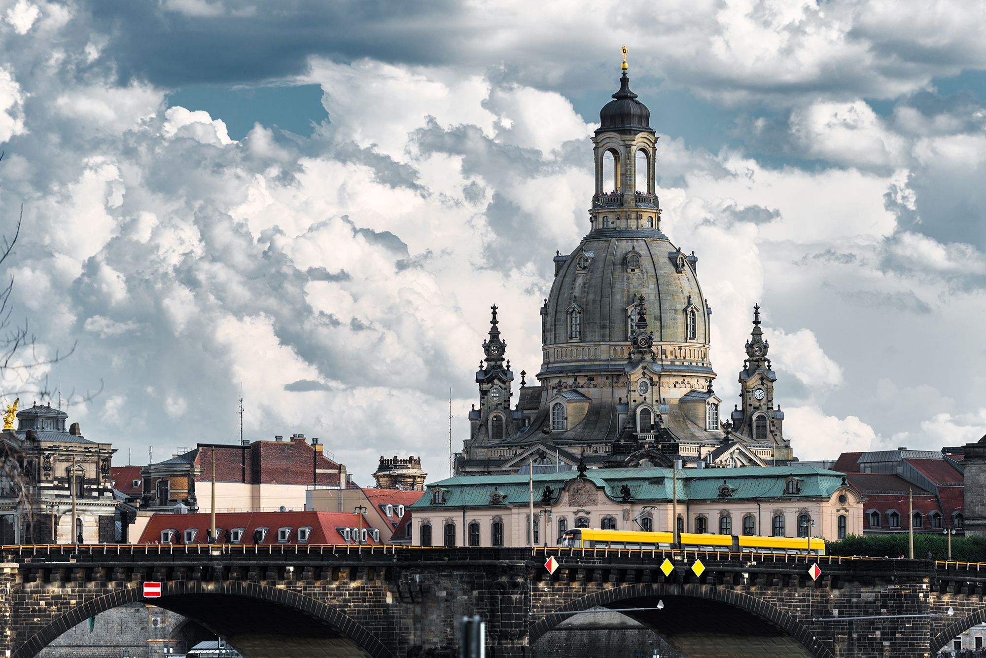 View of the oldtown of Dresden from the Königsufer