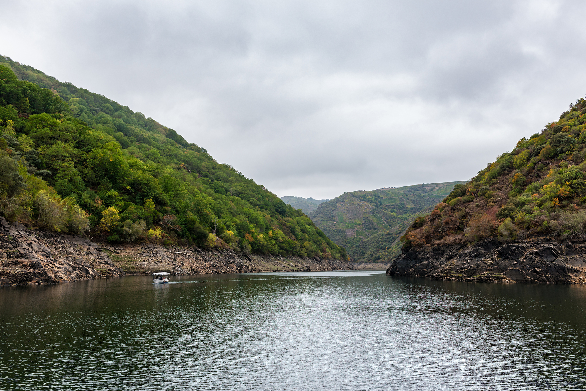 Canyons and valleys along the River Sil