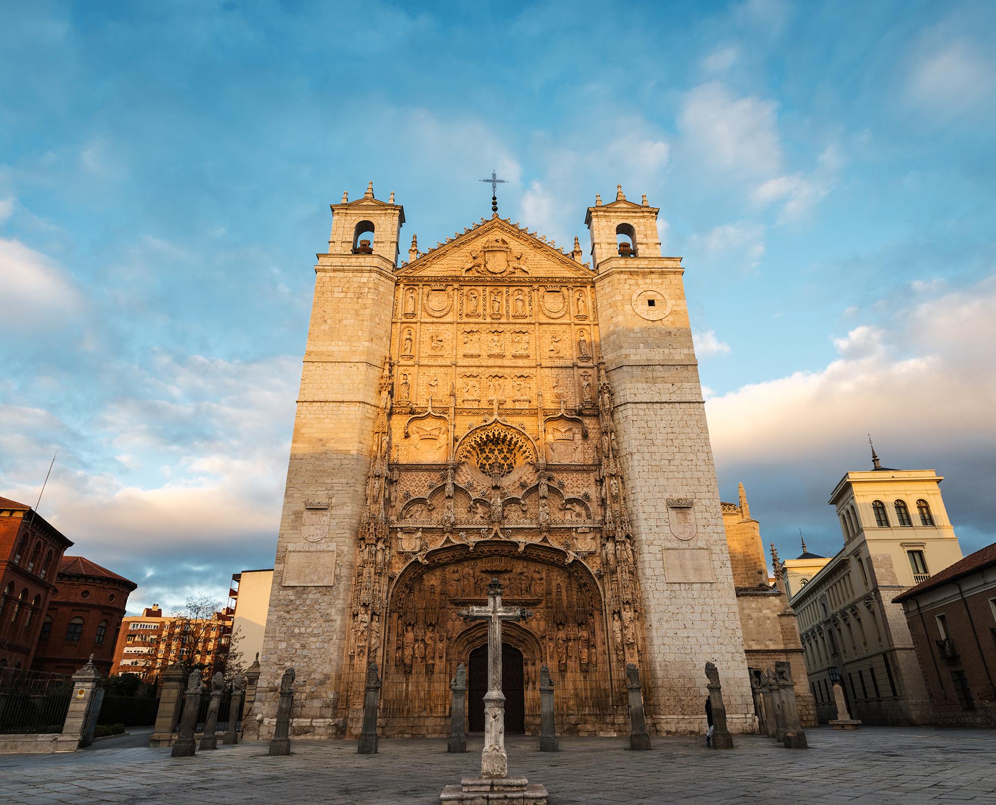 Main facade of San Pablo Church at dusk