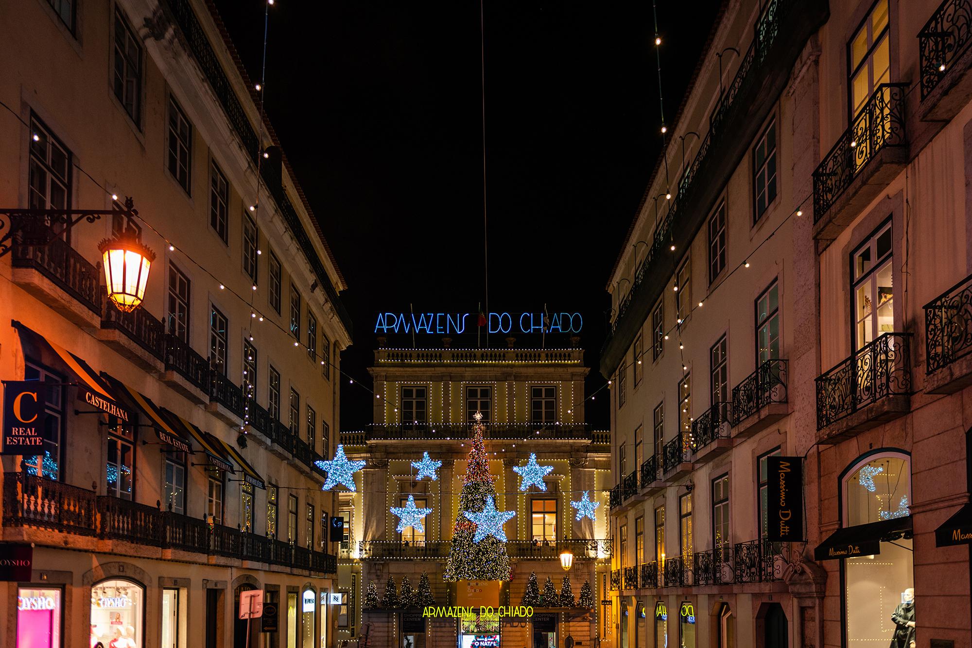 Illuminated main entrance to the Grandes Armazens do Chiado