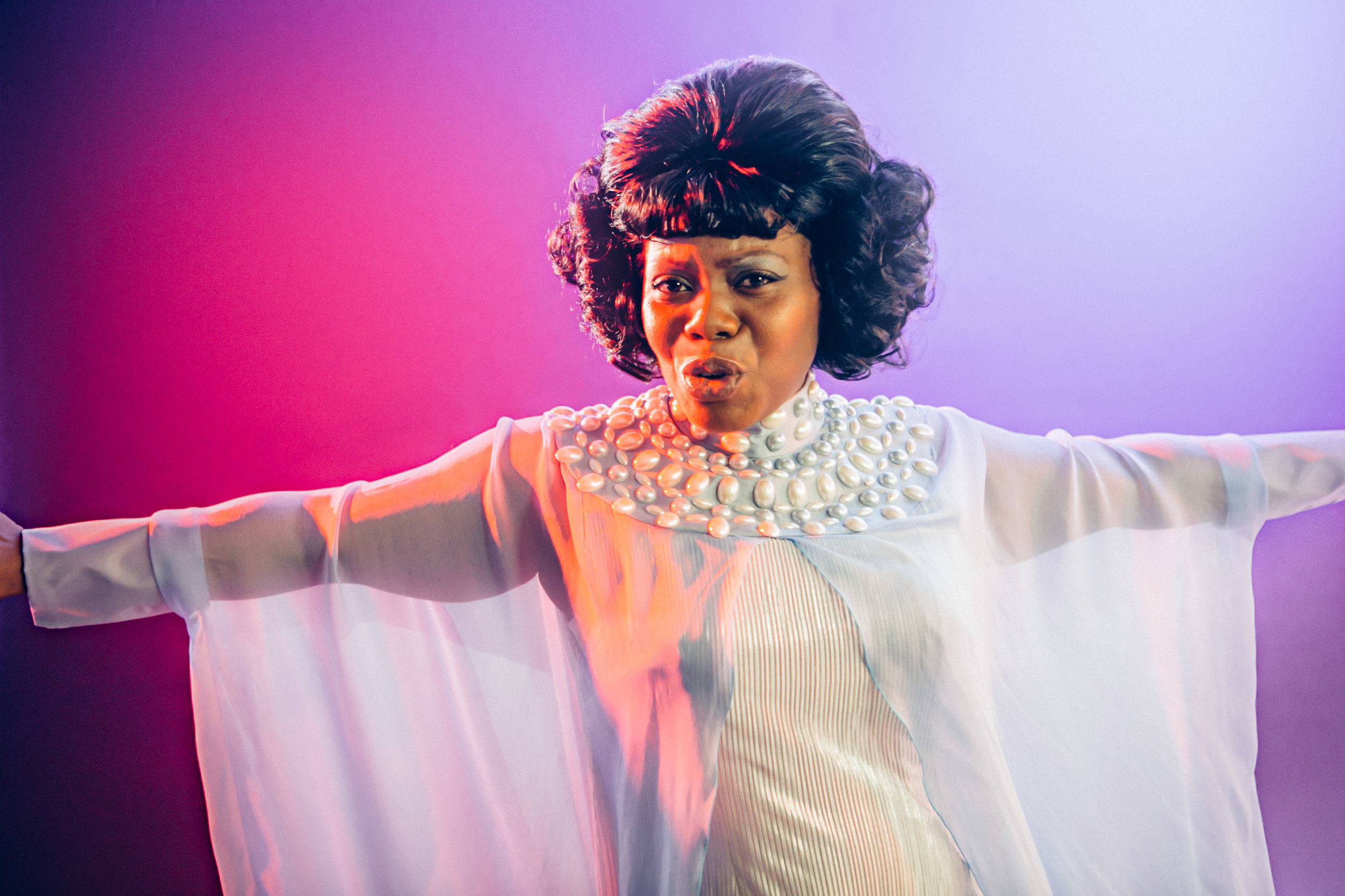 Zonya Love as Effie White in  DREAMGIRLS  - Photo by Os Galindo courtesy of Theatre Under the Stars.