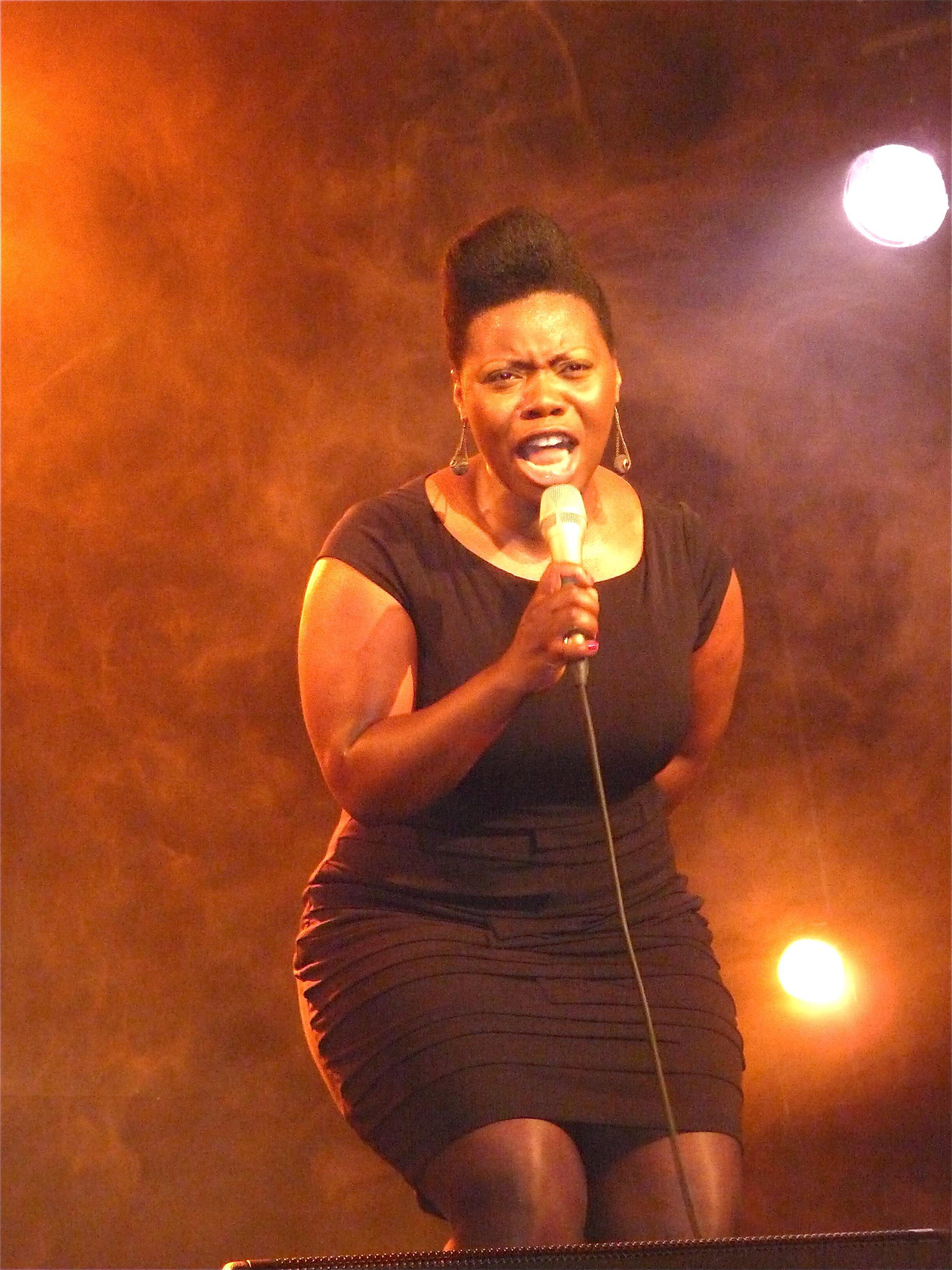 Zonya Love during a Gospel concert in France.