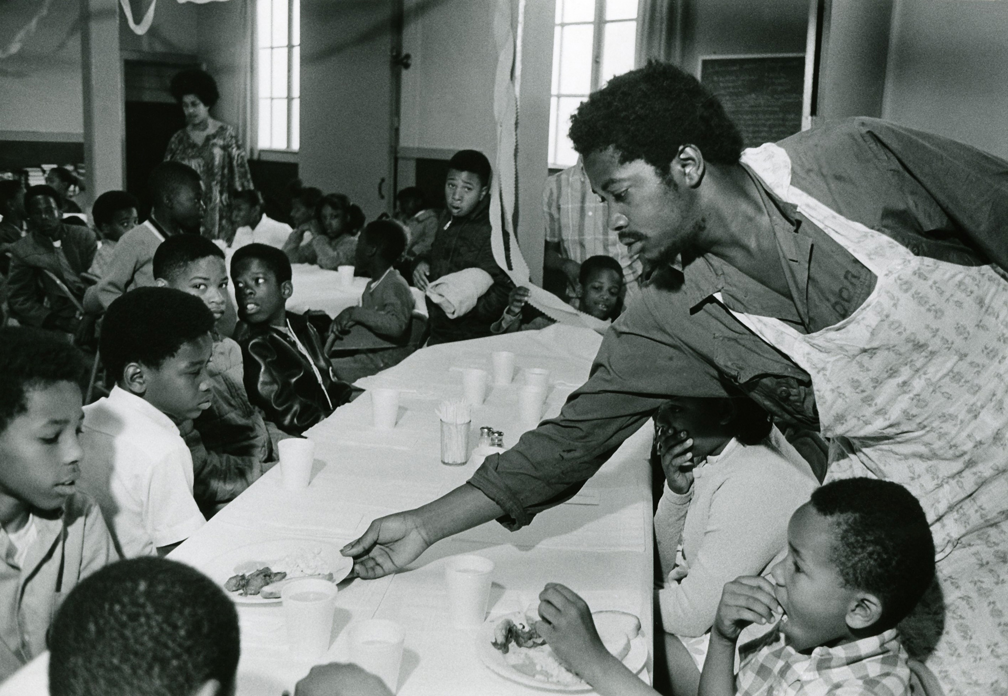 PHOTOGRAPH BY WILLIAM P. STRAETER, AP (purported). Taken from http://theplate.nationalgeographic.com/2015/11/04/the-black-panthers-revolutionaries-free-breakfast-pioneers/.
