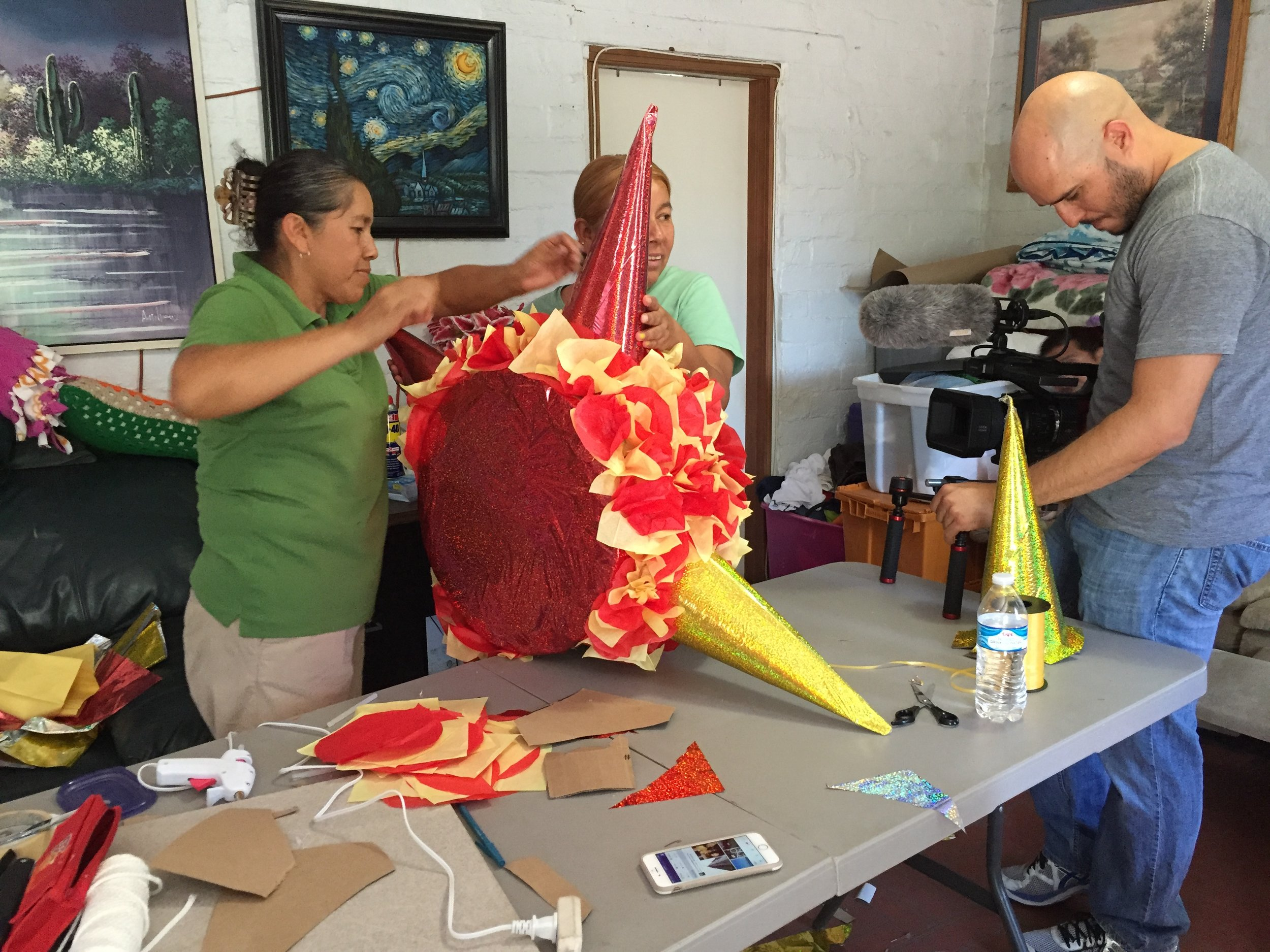 Pera's family welcomed Juan into their home to capture their entrepreneurial spirit, making piñatas to help support the family. After the shoot they shared delicious home-cooked Mexican food, and Juan felt as if he were back in Venezuela with friends.