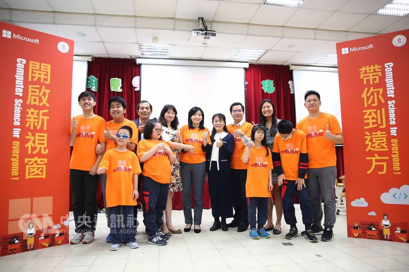 A group photo of Jiaxin with students and educators from the Taipei School for the Visually Impaired.