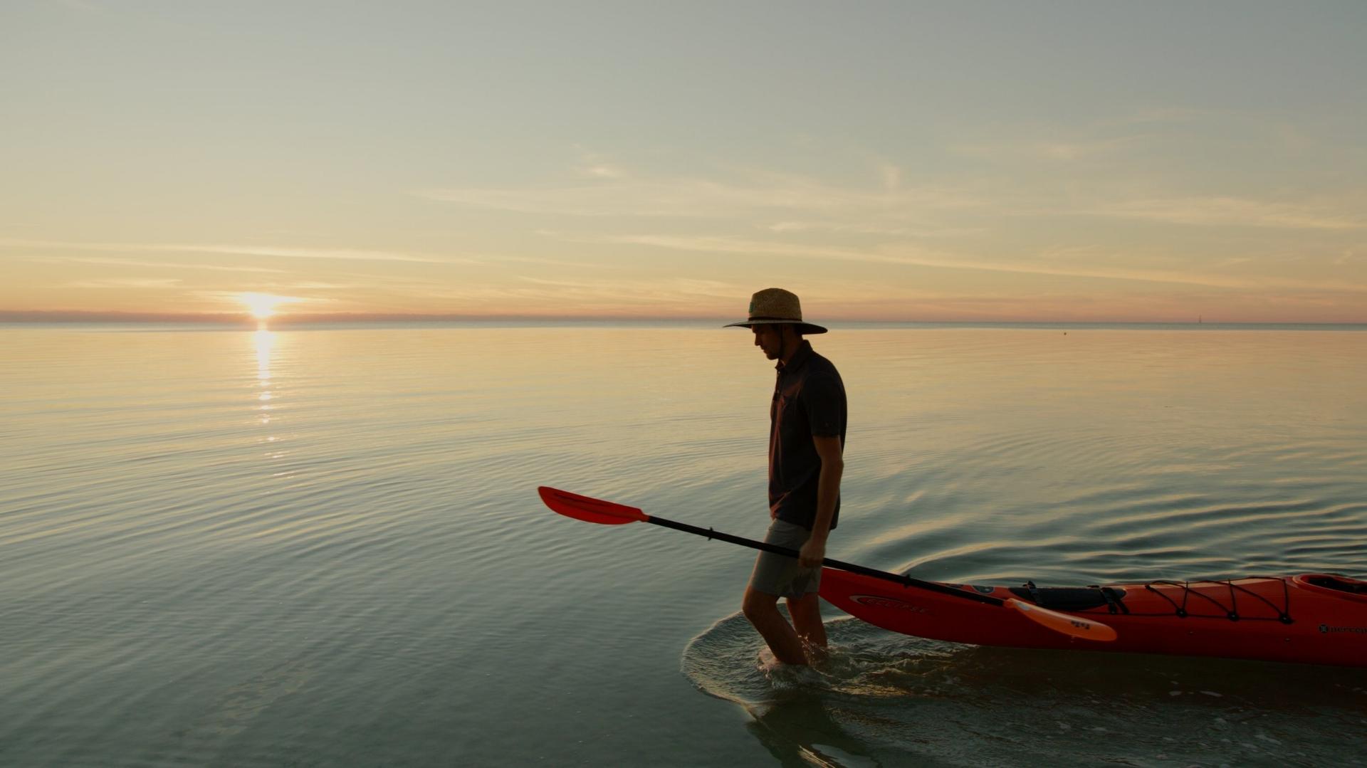 Model-carrying-kayak