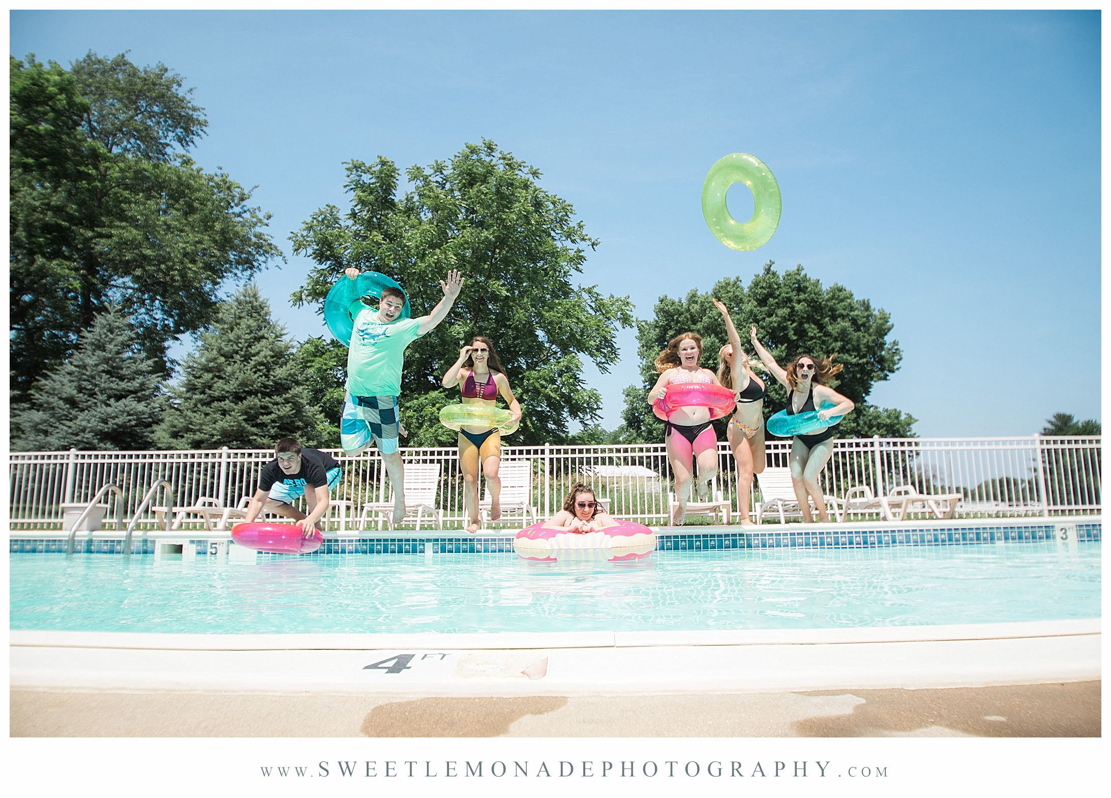 champaign-senior-photographer-sweet-lemonade-photography-senior-pictures-pool_2168.jpg