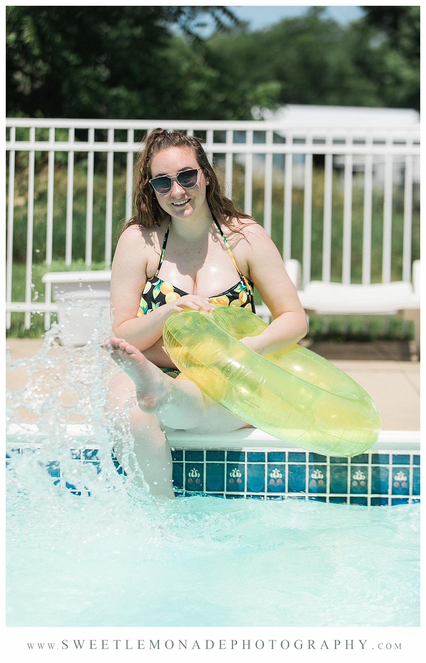 champaign-senior-photographer-sweet-lemonade-photography-senior-pictures-pool_2171.jpg