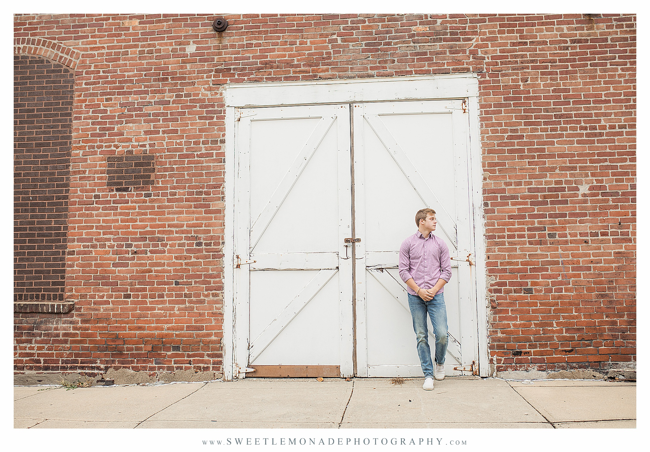boys-outfit-ideas-senior-pictures-champaign-sweet-lemonade-photography_2698.jpg