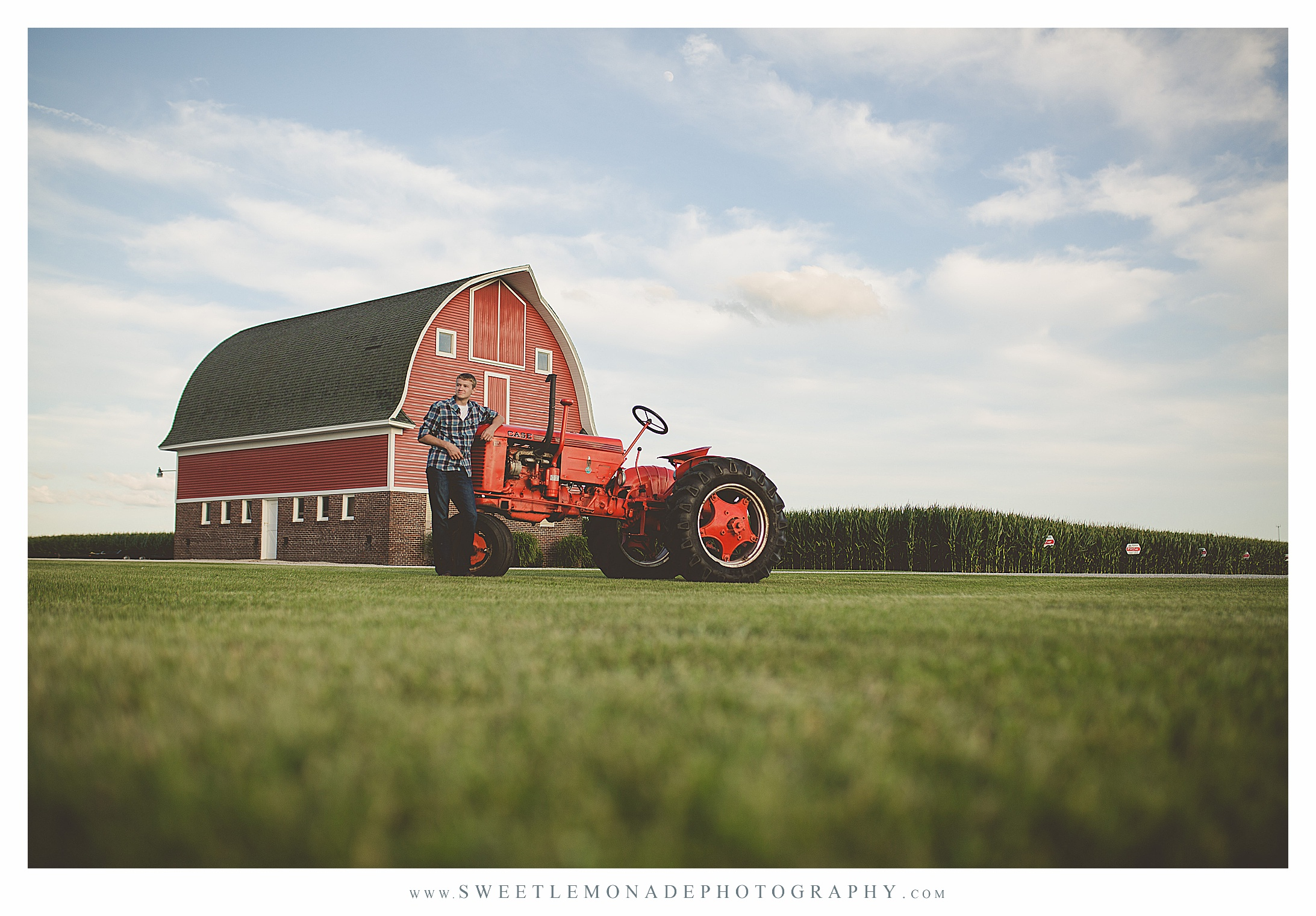tractor-barn-boys-outfit-ideas-senior-pictures-champaign-sweet-lemonade-photography_2714.jpg