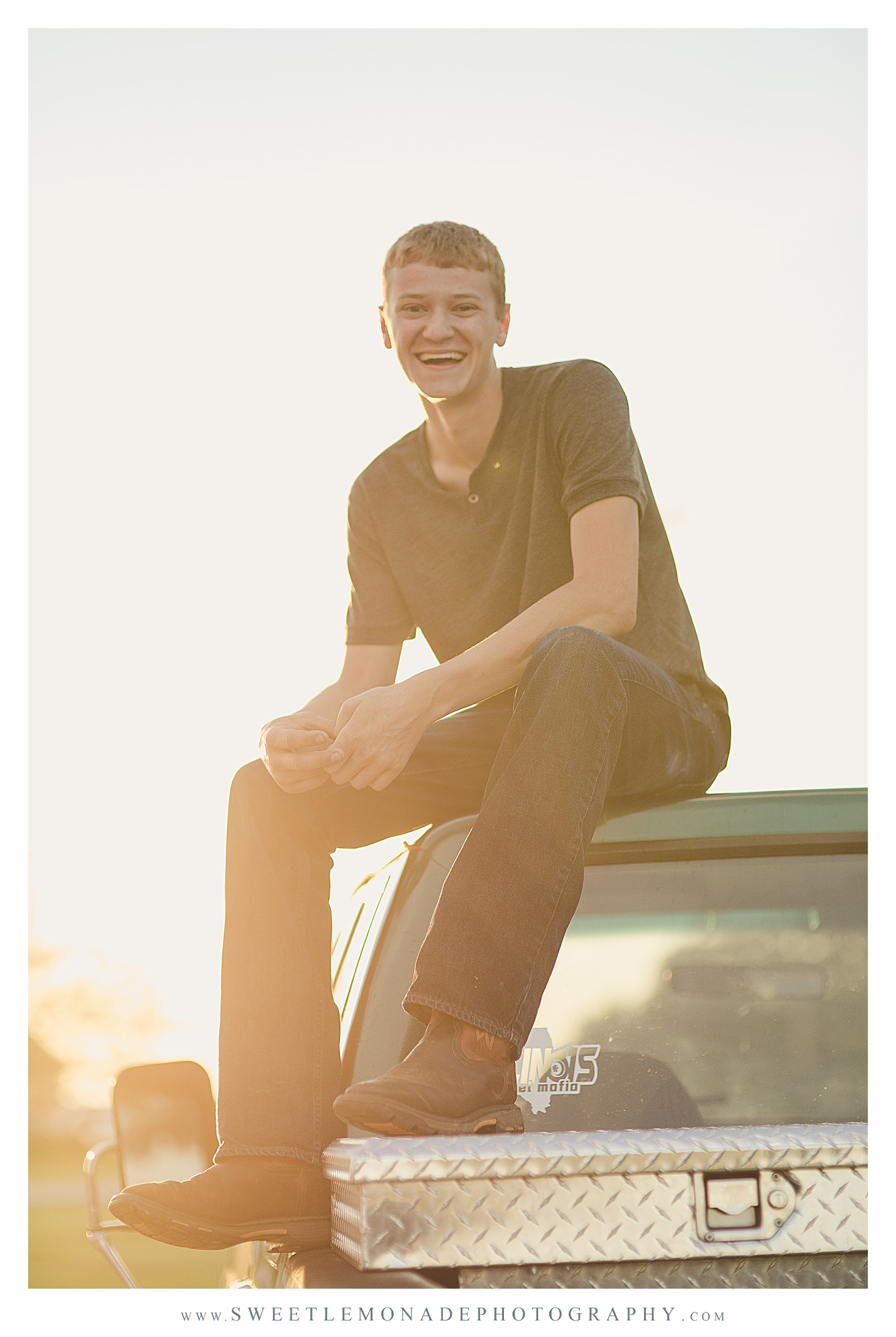 pickup-truck-boys-outfit-ideas-senior-pictures-champaign-sweet-lemonade-photography_2713.jpg